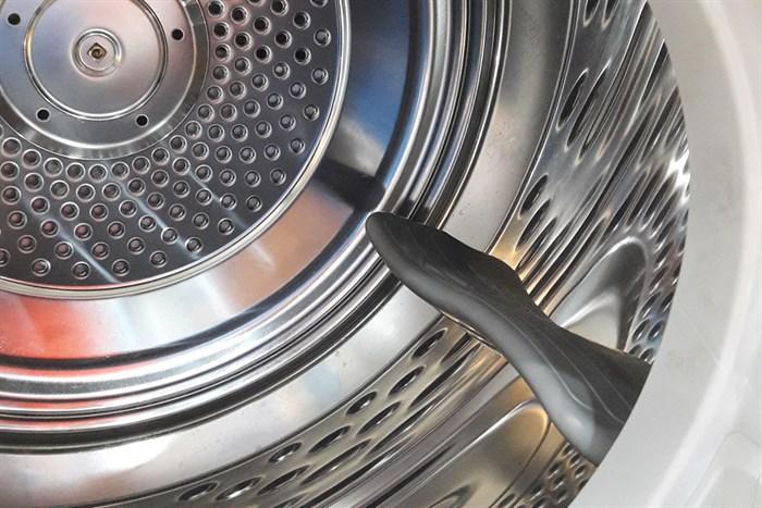 Lồng giặt bền bỉ với chất liệu cao cấp với máy sấy quần áo EDS7051