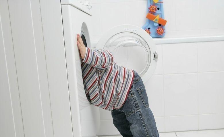 Khóa trẻ em và tính năng tự khởi động lại khi có điện