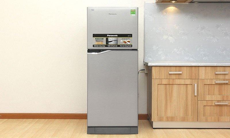 Thiết kế đơn giản, tiện lợi với tủ lạnh Panasonic NR-BA228PSV1 188 lít