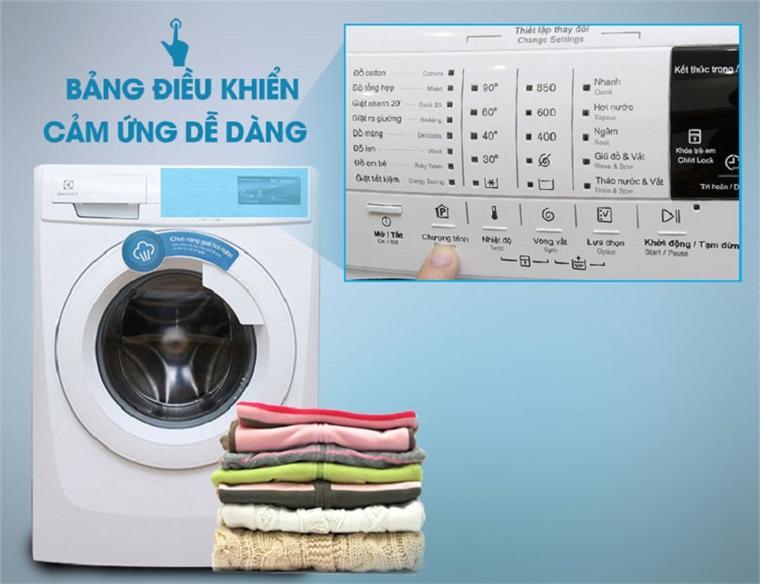 Bảng điều khiển ngoài giúp người dùng dễ dàng lựa chọn các chương trình giặt