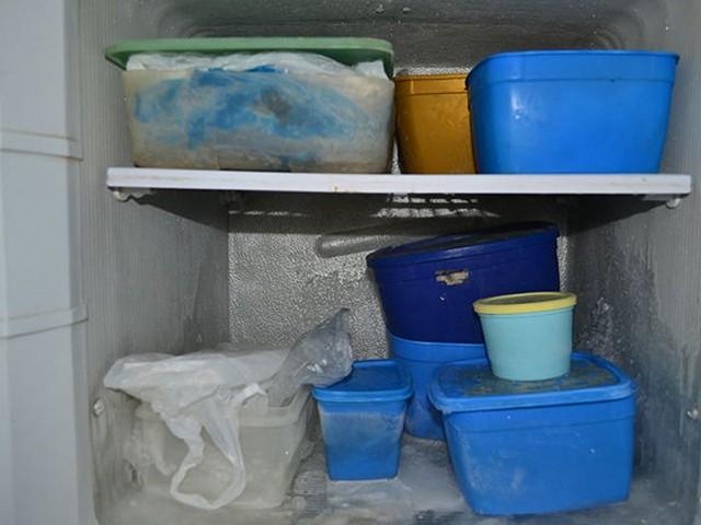 Tủ lạnh thường rất lộn xộn cần phải sắp xếp gọn gàng