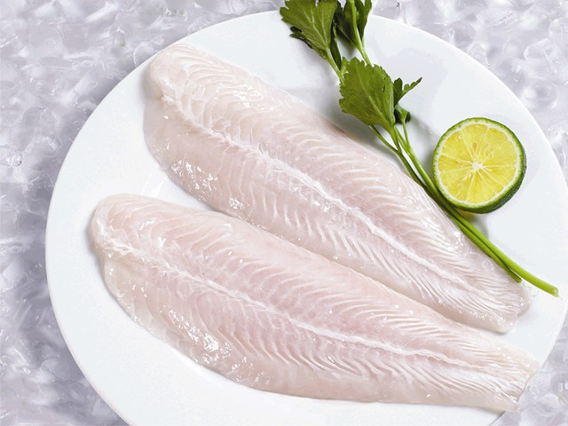 Để cá lâu trong tủ lạnh sẽ làm thịt cá bị bở và có mùi hôi