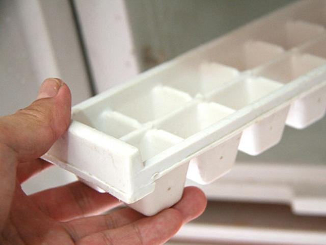 Bỏ ngăn đã ra ngoài khi xả đông tủ lạnh