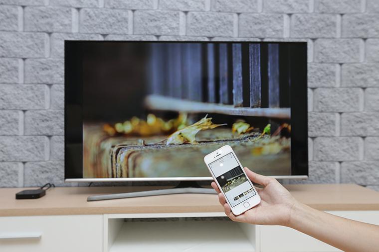 Điều chỉnh Tivi bằng Iphone không cần dây cáp