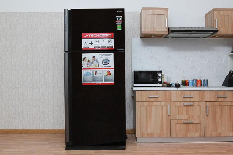 Thiết kế cao cấp, kiểu dáng sang trọng của tủ lạnh Sharp 585 lít SJ-XP590PG-BK.