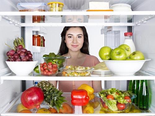 Không nên để quá nhiều đồ ăn trong tủ lạnh vì có thể làm ảnh hưởng đến khả năng làm mát của tủ