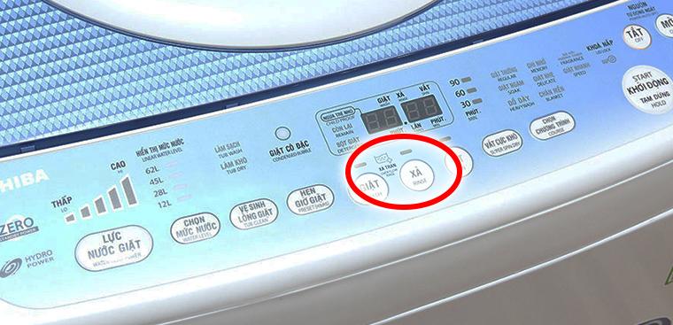 Chế độ xả tràn được tích hợp trên nút điều khiển ở thân máy giặt