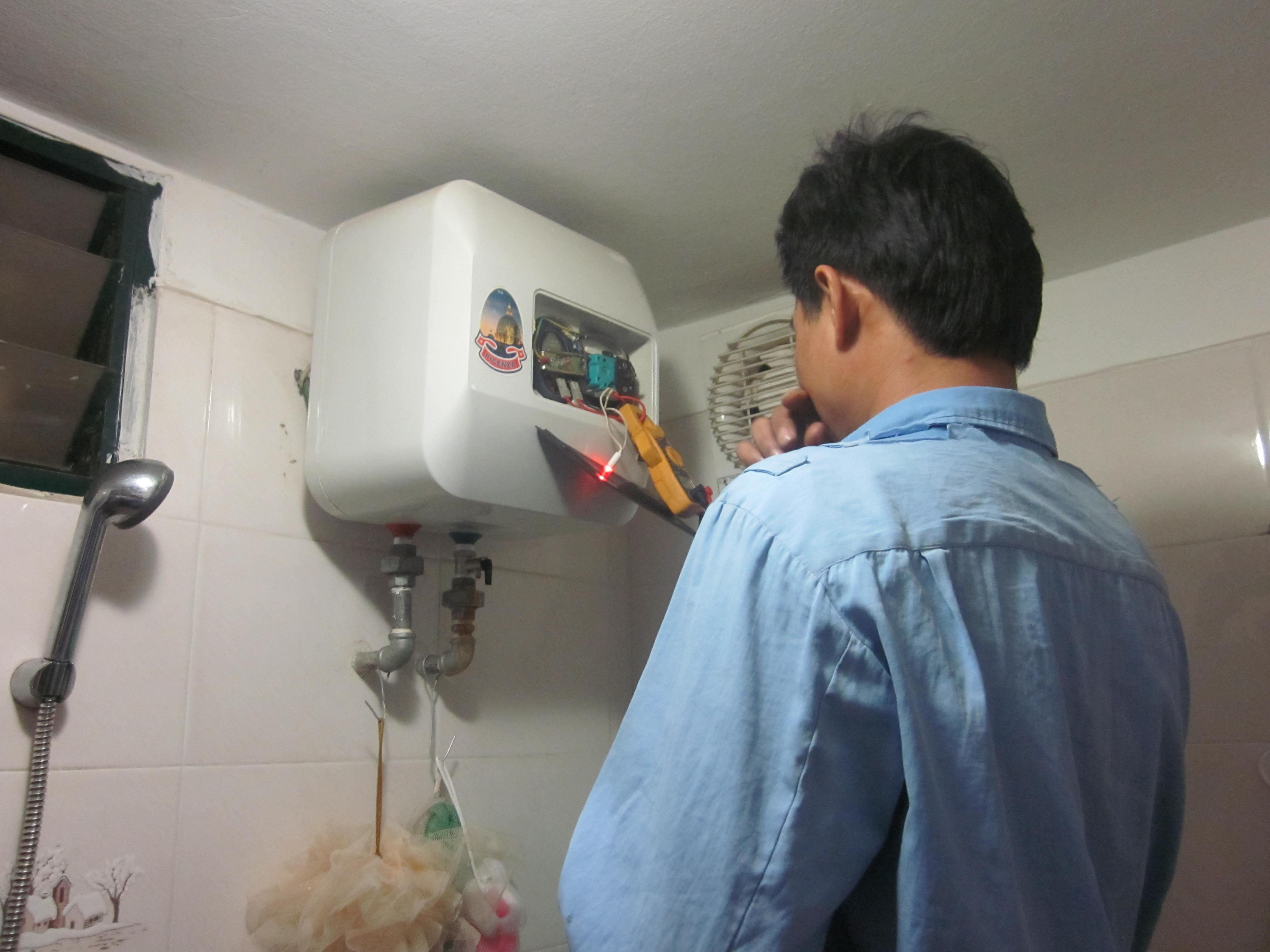 Chọn mua bình nóng lạnh và cách lắp đặt bình. Ảnh minh họa