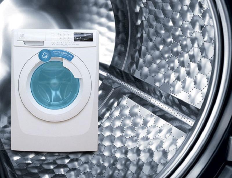 Lồng giặt hình tổ ong bảo vệ quần áo tối đa với máy giặt Electrolux EWF85743