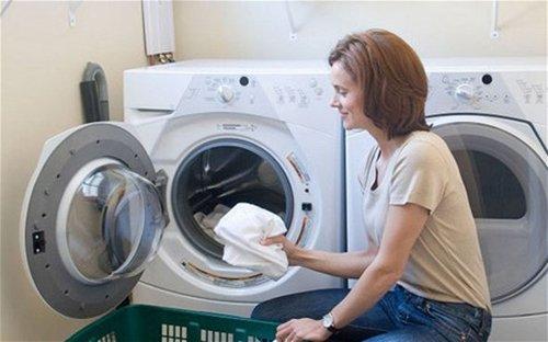 Chế độ xả tràn giúp việc giặt quần áo trở nên dễ dàng hơn