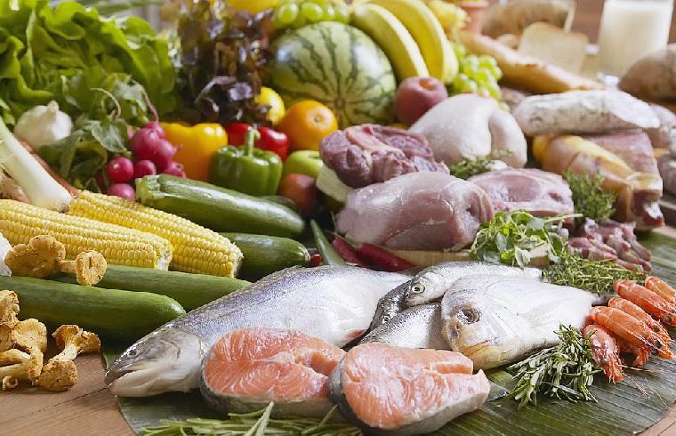 Phân loại thực phẩm trước khi cho vào tủ lạnh trong ngày Tết