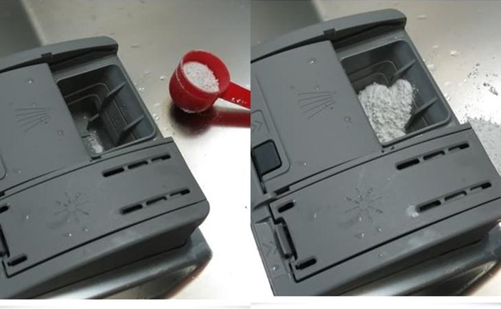 Thêm hóa chất vào máy rửa bát trước khi vận hành